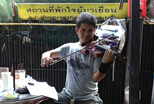 bangkok violin player